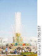 """Купить «Фонтан """"Каменный цветок"""" на ВДНХ», фото № 33750557, снято 14 июля 2019 г. (c) Алёшина Оксана / Фотобанк Лори"""