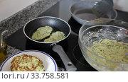 Купить «Cooking at home. Frying of appetizing vegetarian zucchini fritters», видеоролик № 33758581, снято 29 февраля 2020 г. (c) Яков Филимонов / Фотобанк Лори