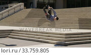 Купить «Caucasian man practicing parkour», видеоролик № 33759805, снято 31 октября 2019 г. (c) Wavebreak Media / Фотобанк Лори