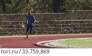 Купить «Disabled mixed race man with prosthetic legs running on race track», видеоролик № 33759869, снято 17 марта 2020 г. (c) Wavebreak Media / Фотобанк Лори