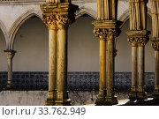 Купить «Claustro Da Lavagem,convento de Cristo,año 1162, Tomar, distrito de Santarem, Medio Tejo, region centro, Portugal, europa.», фото № 33762949, снято 5 июня 2020 г. (c) easy Fotostock / Фотобанк Лори