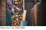 Купить «Woodcutter putting log on the stand and missing on chopping it», видеоролик № 33768589, снято 2 июня 2020 г. (c) Константин Шишкин / Фотобанк Лори