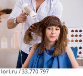 Купить «Young woman visiting young handsome barber», фото № 33770797, снято 9 августа 2018 г. (c) Elnur / Фотобанк Лори