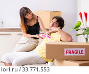 Купить «Young couple moving to new flat with fragile things», фото № 33771553, снято 5 июля 2018 г. (c) Elnur / Фотобанк Лори