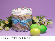 beautifully decorated Easter cake with yellow-green eggs and flowers. Стоковое фото, фотограф Иванов Алексей / Фотобанк Лори