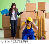 Купить «Woman boss and man contractor working with boxes delivery», фото № 33772097, снято 4 июня 2018 г. (c) Elnur / Фотобанк Лори