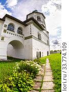 Купить «Nicolo-Vyazhishchsky monastery in Veliky Novgorod», фото № 33774109, снято 23 августа 2019 г. (c) FotograFF / Фотобанк Лори