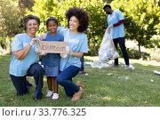 Купить «Multi-generatio people collecting garbage with a girls holding a sign written Volunteer», фото № 33776325, снято 19 февраля 2020 г. (c) Wavebreak Media / Фотобанк Лори
