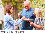 Купить «Familie feiert Geburtstag vom Großvater mit Kuchen und Sekt im Garten im Sommer», фото № 33788505, снято 25 мая 2020 г. (c) age Fotostock / Фотобанк Лори