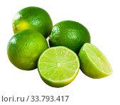Sliced fresh juicy limes. Стоковое фото, фотограф Яков Филимонов / Фотобанк Лори