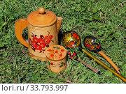 Купить «Русские традиционные сувениры: изделия из бересты и расписные ложки», фото № 33793997, снято 4 июня 2019 г. (c) Елена Орлова / Фотобанк Лори