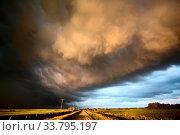 Купить «Storm Clouds Canada rural countryside Prairie Scene Sunset», фото № 33795197, снято 2 июня 2020 г. (c) age Fotostock / Фотобанк Лори