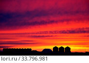Купить «Saskatchewan Prairie Sunset rrural countryside colorful sky», фото № 33796981, снято 1 июня 2020 г. (c) age Fotostock / Фотобанк Лори