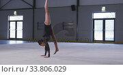 Купить «Teenage female gymnast performing at sports hall», видеоролик № 33806029, снято 17 сентября 2019 г. (c) Wavebreak Media / Фотобанк Лори