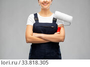 happy female worker or builder with paint roller. Стоковое фото, фотограф Syda Productions / Фотобанк Лори