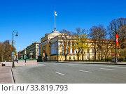 Купить «Адмиралтейская набережная с видом на здание Адмиралтейства. Санкт-Петербург», фото № 33819793, снято 9 мая 2020 г. (c) Сергей Афанасьев / Фотобанк Лори