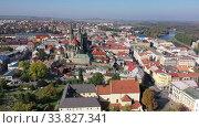 Купить «Aerial view of autumn Kolin cityscape on Elbe River overlooking medieval Gothic Cathedral of St. Bartholomew, Czech Republic», видеоролик № 33827341, снято 14 октября 2019 г. (c) Яков Филимонов / Фотобанк Лори