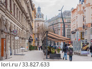 View of street in the Budapest, Hungary (2016 год). Редакционное фото, фотограф Алеся Дмитриенко / Фотобанк Лори