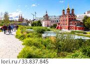 Купить «Moscow Kremlin, Cathedral of Vasily Blessed with the Zaryadye park in summer day», фото № 33837845, снято 7 июля 2019 г. (c) FotograFF / Фотобанк Лори