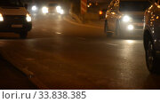 Night Car traffic highway city. Стоковое видео, видеограф Mikhail Erguine / Фотобанк Лори