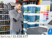 Купить «Active customer standing near technical computer», фото № 33838677, снято 17 мая 2018 г. (c) Яков Филимонов / Фотобанк Лори