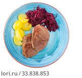 Купить «Veal steak with potato and sauerkraut», фото № 33838853, снято 26 мая 2020 г. (c) Яков Филимонов / Фотобанк Лори