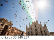 Купить «The 'Giro d'Italia' (Tour of Italy) of the delle Frecce Tricolori (Tricolor arrows) above the Milan Cathedral to remember the victims of the Covid-19 epidemic...», фото № 33840237, снято 23 мая 2020 г. (c) age Fotostock / Фотобанк Лори