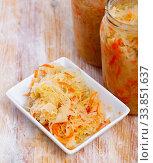 Sour shredded cabbage in plate. Стоковое фото, фотограф Яков Филимонов / Фотобанк Лори