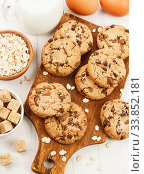 Oatmeal cookies with chocolate. Стоковое фото, фотограф Надежда Мишкова / Фотобанк Лори
