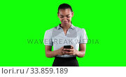 Animation of a mixed race woman in suit using a phone in a green background. Стоковое видео, агентство Wavebreak Media / Фотобанк Лори