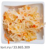 Купить «Plate with traditional Russian cabbage sauerkraut», фото № 33865309, снято 6 июня 2020 г. (c) Яков Филимонов / Фотобанк Лори