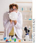 Купить «Funny crazy chemist doing experiments and tests», фото № 33873421, снято 15 августа 2018 г. (c) Elnur / Фотобанк Лори