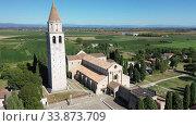 Купить «Basilica di Santa Maria Assunta in Aquileia, world Heritage», видеоролик № 33873709, снято 4 сентября 2019 г. (c) Яков Филимонов / Фотобанк Лори
