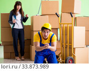 Купить «Woman boss and man contractor working with boxes delivery», фото № 33873989, снято 4 июня 2018 г. (c) Elnur / Фотобанк Лори