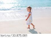 Купить «Adorable little girl have fun at tropical beach during vacation», фото № 33875081, снято 26 апреля 2012 г. (c) Дмитрий Травников / Фотобанк Лори