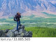 Тревел-фотограф на съемках в горах Полярного Урала (2019 год). Редакционное фото, фотограф Виктор Карасев / Фотобанк Лори