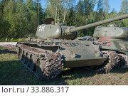 """Советский старый средний танк Т-44 на ретро ралли """"Моторы войны"""" (2018 год). Редакционное фото, фотограф Малышев Андрей / Фотобанк Лори"""