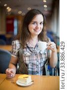 Beautiful girl drinking morning coffee. Стоковое фото, фотограф Яков Филимонов / Фотобанк Лори