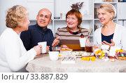 Mature women and their friend are drinking tea and talking. Стоковое фото, фотограф Яков Филимонов / Фотобанк Лори