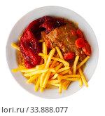 Купить «Dish of Spanish cuisine – pork cheeks with potatoes fri and stew vegetables», фото № 33888077, снято 5 июля 2020 г. (c) Яков Филимонов / Фотобанк Лори