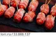 Купить «Bacon wrapped little sausages», фото № 33888137, снято 5 августа 2020 г. (c) Яков Филимонов / Фотобанк Лори