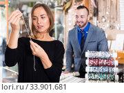 woman choosing chainlet and pendants. Стоковое фото, фотограф Яков Филимонов / Фотобанк Лори