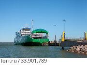 "Купить «Rohukula, Estonia - MAY 29, 2020: A ""Leiger"" ferry-boat began to near the shore», фото № 33901789, снято 29 мая 2020 г. (c) Юлия Кузнецова / Фотобанк Лори"