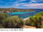 Panoramic image coastline of Santa Ponsa town in the south-west of Majorca Island. Located in the municipality of Calvia, moored yachts on the turquoise tranquil bay of Mediterranean Sea, Spain (2019 год). Стоковое фото, фотограф Alexander Tihonovs / Фотобанк Лори