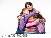 Купить «Дети обнимают свою любимую маму, мама счастливо смотрит в кадр», фото № 33902689, снято 15 мая 2020 г. (c) Иванов Алексей / Фотобанк Лори