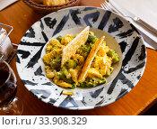 Omelette with shrimp and wild asparagus. Стоковое фото, фотограф Яков Филимонов / Фотобанк Лори