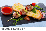 Купить «Mutton slices on barbecue skewers (shashlik)», фото № 33908357, снято 5 июля 2020 г. (c) Яков Филимонов / Фотобанк Лори