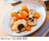 Купить «Vegetarian dish with cauliflower and carrot», фото № 33908405, снято 5 июля 2020 г. (c) Яков Филимонов / Фотобанк Лори