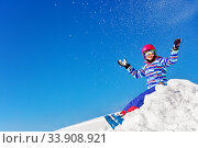 Portrait of a beautiful ski girl throw snow up. Стоковое фото, фотограф Сергей Новиков / Фотобанк Лори