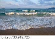 Купить «Surf on Hainan Island», фото № 33918725, снято 15 июля 2020 г. (c) Александр Карпенко / Фотобанк Лори